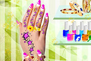 Superbes tatouages et manucure des mains
